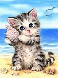 kat met schelp
